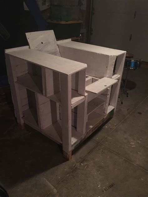 Storage Compartment Pallet Bookcase Lincoln Chair ? 1001