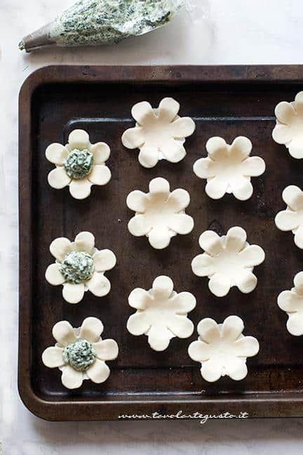 fiori di pasta fiori di pasta sfoglia salati finger food facili