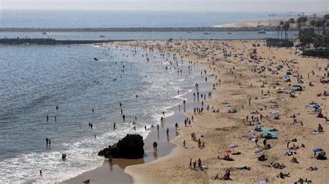 melanggar aturan lockdown ribuan wisatawan nekat liburan