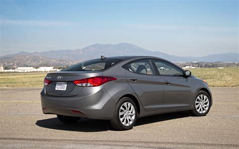 2012 Hyundai Elantra Gls by 2012 Hyundai Elantra Gls Rear Right Side View Photo 15