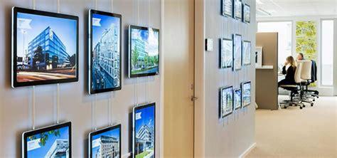 wall maps lcd wall display digital signage estate