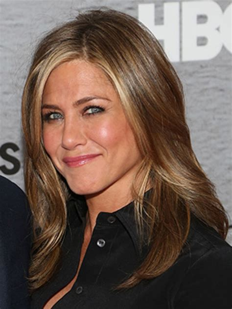 what is jen lilleys natural hair color jennifer aniston s hairstylist chris mcmillan s summer