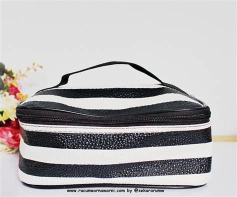 Pouch Jakarta Nih racun warna warni isi make up pouch saat mudik