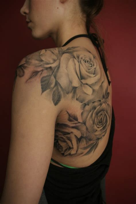tattoo on lower shoulder blade rose shoulder tattoos i want one sooo bad lower back
