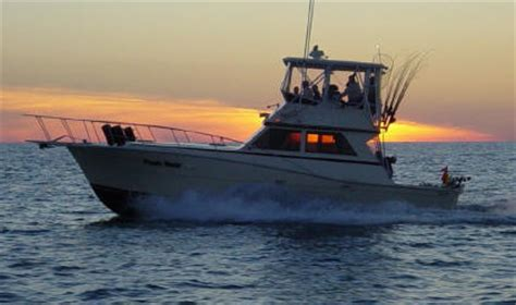 small boat on lake erie lake erie charter boats charter boat fishing on lake