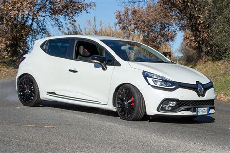 renault clio rs prova renault clio rs trophy performancemag it