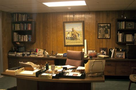Waltons Desks by 10 Things Successful Keep On Their Desks