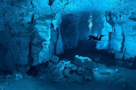 mesmerizing photos mesmerizing underwater cave photos 40 pics izismile com