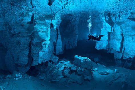 mesmerizing photos mesmerizing underwater cave photos 40 pics izismile