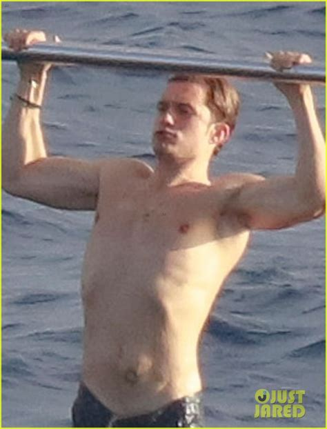 boarding orlando orlando bloom goes paddle boarding but keeps his shorts on photo 3876673 orlando