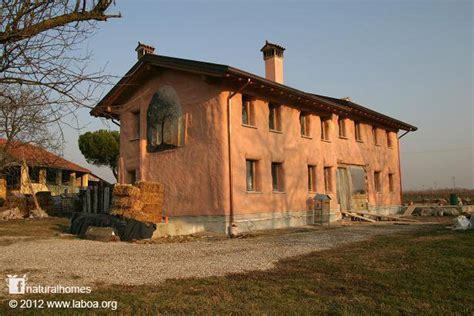 straw house italy s first straw bale house