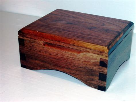 handmade walnut keepsake box by robert reda woodworking