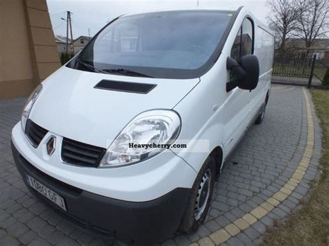 renault traffic long  box type delivery van photo  specs