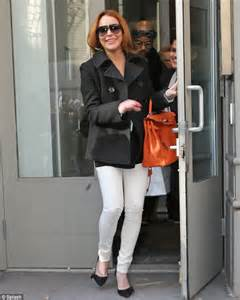 Get Lindsays Casual Look by Lindsay Lohan S Casual Gets A Boost With 15k