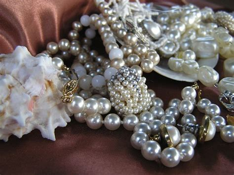 Glam Tips How To Make Vintage Jewelry Sparkle