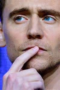 tom hiddleston eye color his