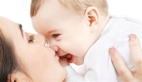 gendong bayi dengan diayun ayunkan bisa picu kematian