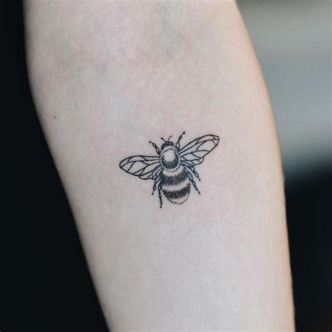 queen tattoo pinterest 37 best queen bee tattoos images on pinterest queen bee
