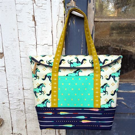 large zippered pouch pattern pattern review the senna tote lillyella