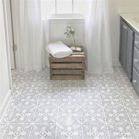 how to lay linoleum in the bathroom 25 best ideas about painted vinyl floors on pinterest