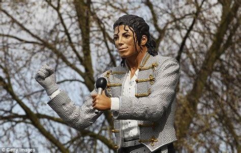 michael jackson statue craven cottage michael jackson statue unveiled at fulham picture