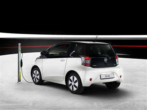 toyota iq 2013 toyota iq ev wallpapers pictures pics photos