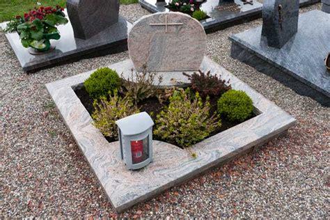 Was Kostet Ein Urnengrabstein by Urnengrabsteine Grabsteine F 252 R Urnengr 228 Ber