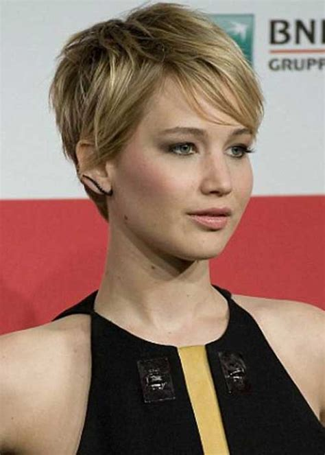 is jennifer lawrence hair cut above ears or just tucked behind 15 edgy pixie haircuts pixie cut 2015