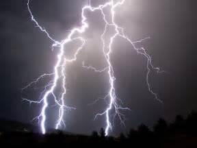 Weather Lightning Lightning Kills Dozens In Bangladesh But Cellphones Not