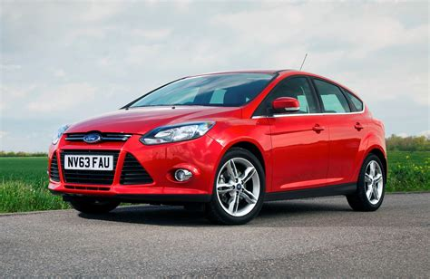 ford focus review ford focus hatchback review parkers