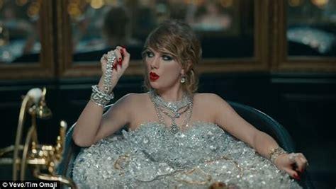 What Does Draped Up Mean Vmas 2017 Taylor Swift Mocks Kardashian Robbery