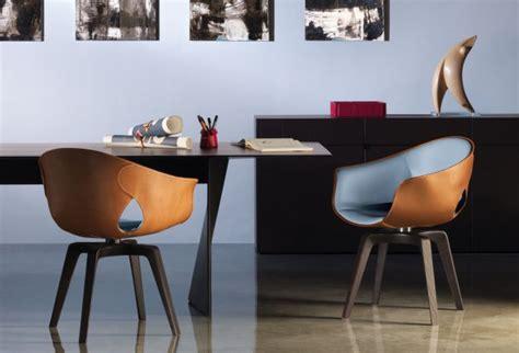 Beau Quelle Couleur Pour Une Salle A Manger #2: chaise-salle-manger-couleur-siège-cuir-marron-pieds-maron-foncé.jpeg