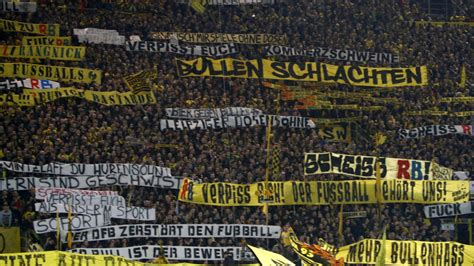 gelbe le photos borussia dortmund fans stage anti