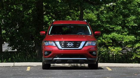 nissan pathfinder review keeping pace  maturing competition
