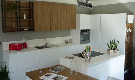 cucine ad angolo con isola tavoli e sedie da cucina moderni