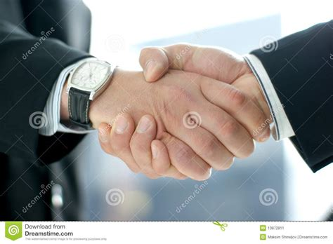 imagenes de seamos raras juntas hombres de negocios que sacuden las manos juntas imagen de