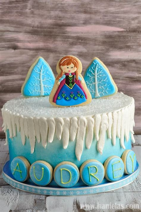 haniela s frozen cake with cookie decorations