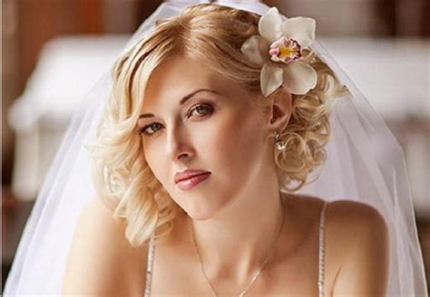 wedding hairstyles for shoulder length hair with veil shoulder length bridal hairstyles