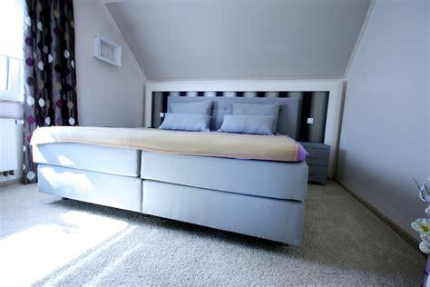 kleines doppelbett wohnideen schlafzimmer dachschr 228 ge schmauchbrueder