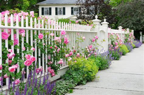 Cape Cod Design House by 40 Beautiful Garden Fence Ideas