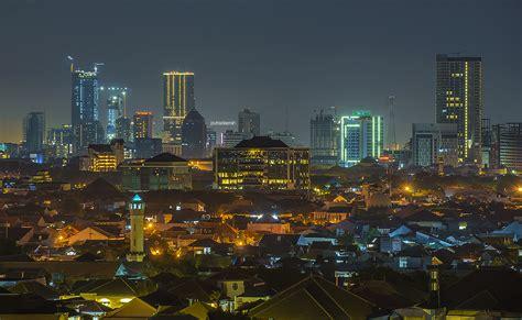 antara jakarta surabaya perbandingan skyline antara kota di indonesia dengan kota