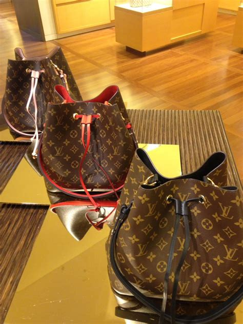 Louis Vuitton Neo Noe Black neo noe stitching or no stitching purseforum