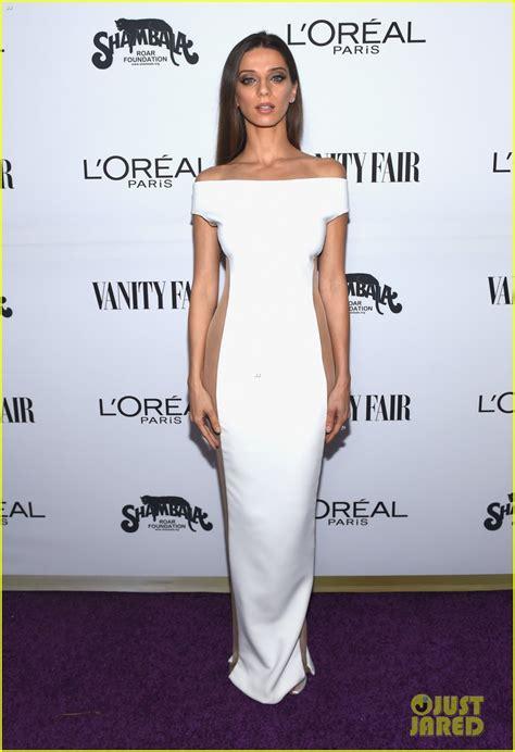 Angela Dres westworld s angela sarafyan has major fashion moment with