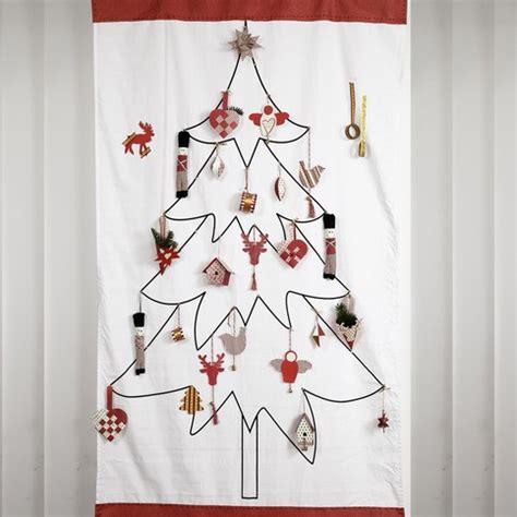 Hiasan Pohon Natal Tree Ribbon Slinger a tree wall hanging