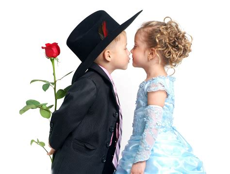 wallpaper couple baby baby couple kissing high resolution hd wallpapers free