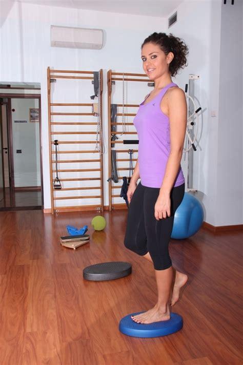 gonfiore malleolo interno sintomi della distorsione al ginocchio rimedi terapia
