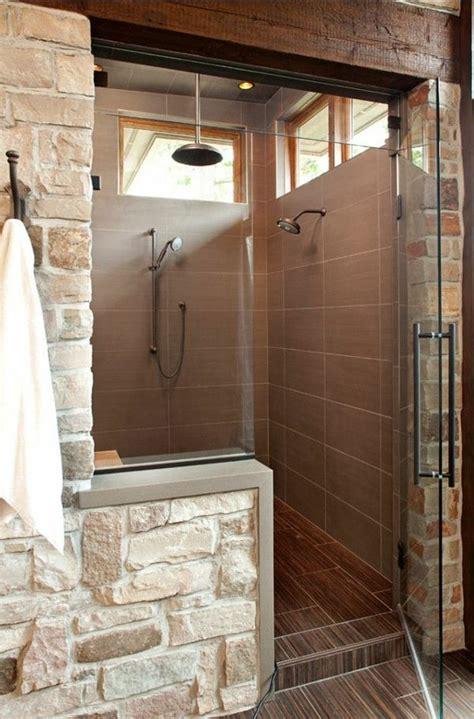 cave badezimmer dekorieren ideen kleine duschkabine aus badfliesen und steinen 21