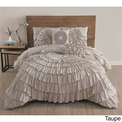 Ruffled Bedding Sets Best 25 Ruffle Bedspread Ideas On Pinterest White Ruffle Comforter Vintage Bedding And White