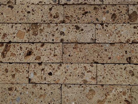 mattoni in tufo per giardino prezzi blocchi di tufo materiali per giardinaggio prezzo