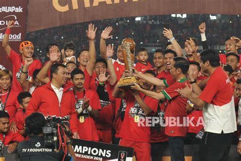 Trophy Piala Sepakbola Juara 1 2 3 Pemain Terbaik piala presiden modal bagus persija tatap liga 1 republika